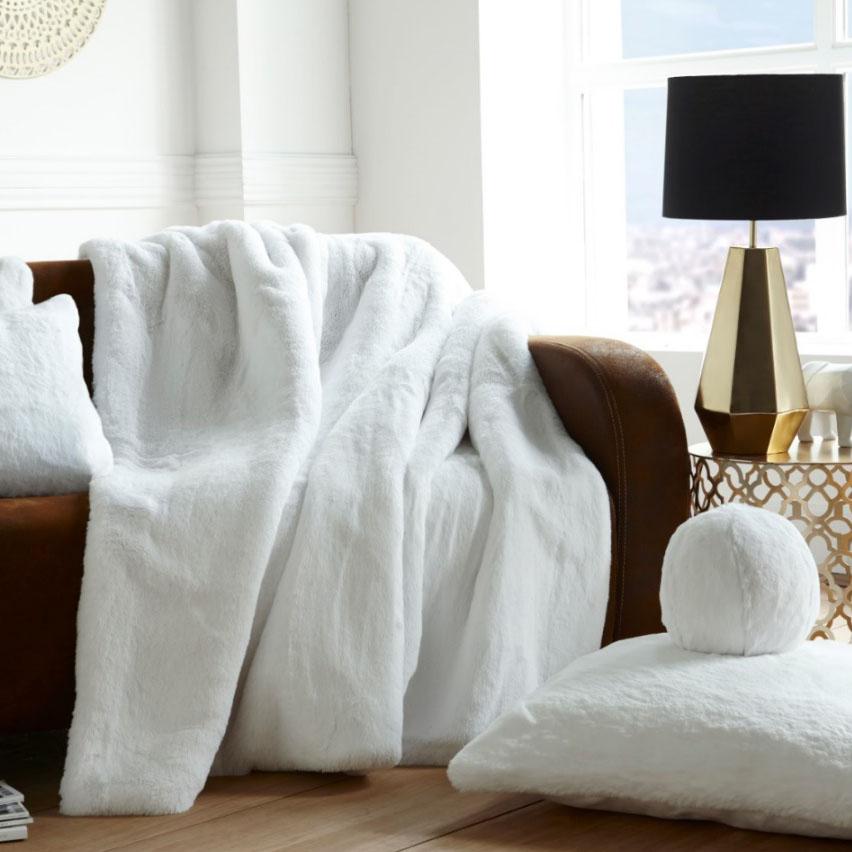 Evelyne Prelonge, Артикул: Blanc | White<br>состав: 85 % - акрил, 15% - полиэстер