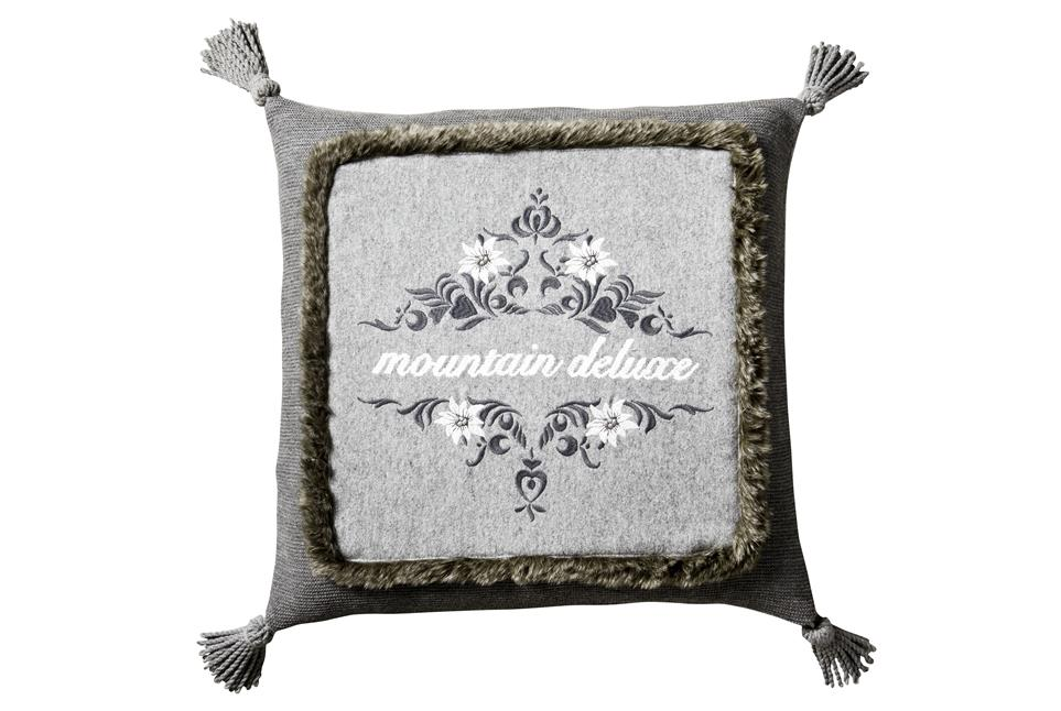 Подушка Fine, Collection: Mountain deluxe love the alps<BR>Material: 68 % WO / 32 % PA (Stickgarn / Embroid. yarn: 100 % CO)<BR>Size: 50 x 50 cm<BR>Артикул: HEIDI 179